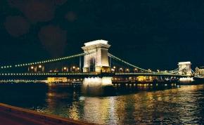 Temetésre ment a férfi, de nem tudott átkelni a Dunán, hidat építtetett