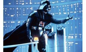 Darth Vader lábai között van valami fura cucc, amit eddig nem vettél észre, pedig kitüremkedik
