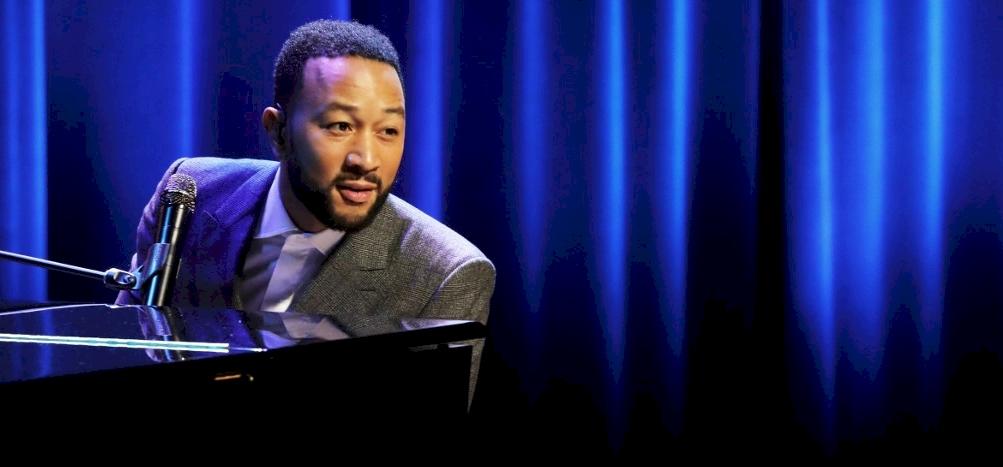 Először beszélt kisfia elvesztéséről John Legend