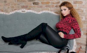 Opitz Barbi a gyönyörű melleivel vesz le a lábadról – válogatás
