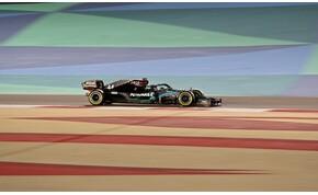 Hamilton nyerte az időmérőt Bahreinben