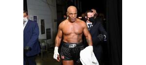 Mike Tyson füvezett a Roy Jones Jr. elleni meccse előtt