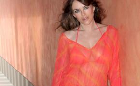 Elképesztő bikiniben mutatta meg magát Elizabeth Hurley és a nővére – válogatás