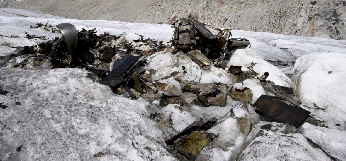 Eltűntnek hitt repülőgép olvadt ki egy svájci gleccserből