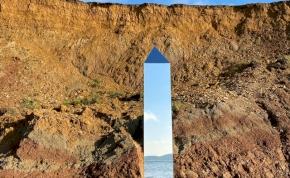 Földönkívüliek szálltak partra Angliában? Az eddigi legszebb monolitot találták meg egy tengerparton - fotó