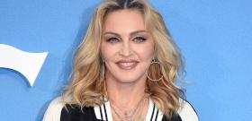 Madonna 62 évesen megcsináltatta élete első tetoválását, és nem akármit varratott magára