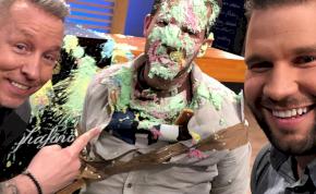 Feke Pál tökön találta Fördős Zét egy tortával – videó