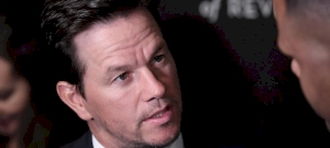 Mark Wahlberg bedrogozva vert félholtra egy vietnámi férfit