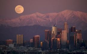 Érdemes lett volna hajnalban felnézni az égre: egyszerre volt farkashold és meteorzápor