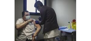 Tényleg chip van a vakcinákban? Itt a válasz!
