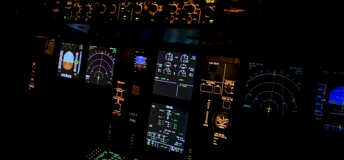 Így néz ki egy csúcsmodern bombázó repülőgép belülről - videó