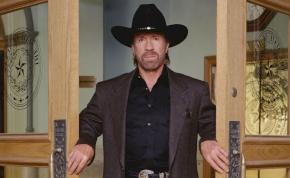 Chuck Norris a világ egyik legjóképűbb férfija?