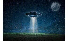 UFO sokkolta a kisváros lakóit: ködös reggel tűnt fel az izzó korong - videó