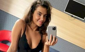 Tóth Andi a fürdőkádból posztolt intim képet – fotó