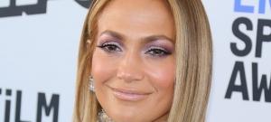 Jennifer Lopez fürdőruhában tette szét a lábait, különben beleesett volna a tengerbe - fotó