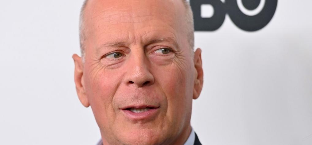 Bruce Willis gyönyörű lányát bugyiban fotózták a saját ágyában - fotó