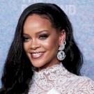 Vörös tangabugyiban villantotta meg formás fenekét Rihanna, olyan táncot nyomott, hogy azóta is pörög a fejünk - videó