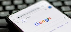 Új változtatást vezet be a Google, ami mindenkit érint