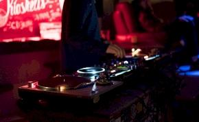 Rejtélyes körülmények között hunyt el egy DJ