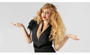 Opitz Barbi feszülős fekete ruhában tesz fel nekünk egy fontos kérdést – fotók