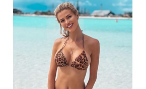 Vasvári Vivien mellei, vagy Paris Hilton csábító pózolása a szexibb? – válogatás