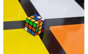 Így kell kirakni Lionel Messit vagy Leonardo DiCapriót Rubik-kockákból – videó