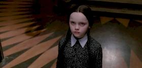 Élőszereplős Addams Family-sorozatot csinál Tim Burton, de érdekes csavarral