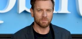 Ewan McGregor úgy kigyúrta magát az Obi-Wan sorozat miatt, hogy Dwayne Johnson elbújhat mellette