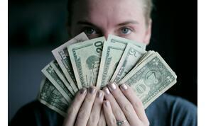 395 millió forintot keres naponta egy férfi, ezt csinálja a brutálsok pénzért