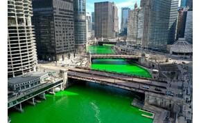 Elzöldült a chicagói folyó színe – képek