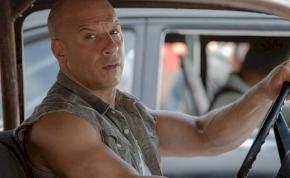 Hivatalos: Vin Diesel lett Hollywood legveszélyesebb sofőrje, elképesztően sok kocsit zúzott szét