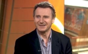 Liam Neeson-t leütötte egy parókás nő, és egy szál virágot tűzött a fenekébe