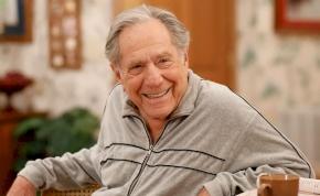 Elhunyt a Goldberg család sztárja, George Segal
