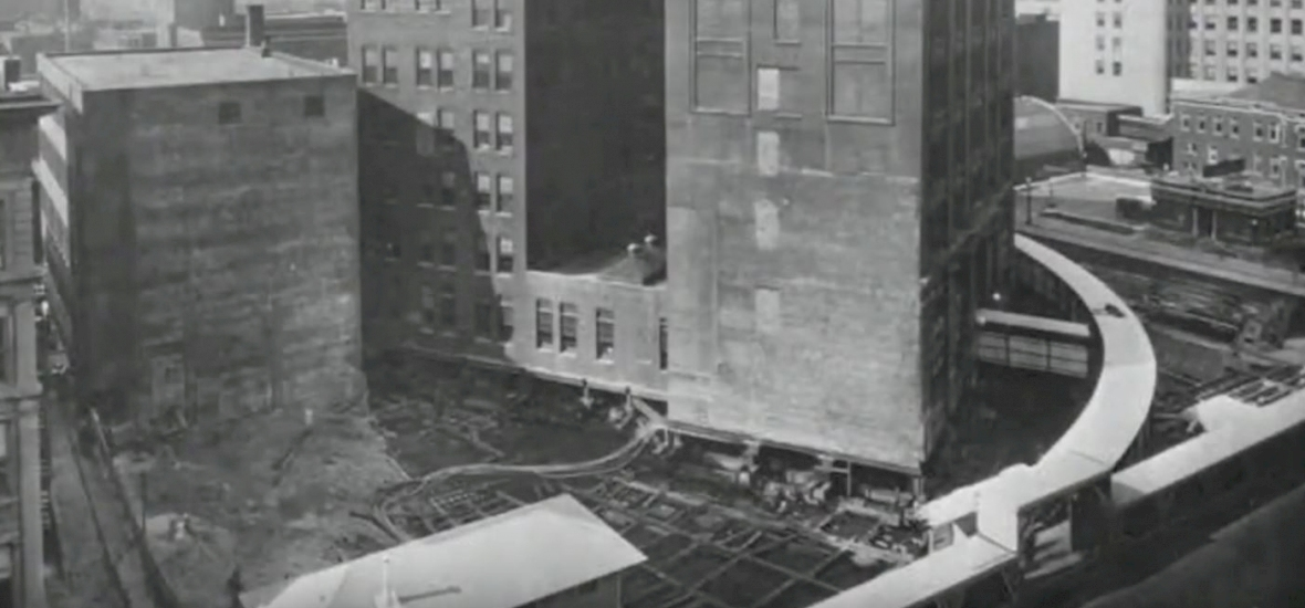 Hihetetlen: 1930-ban elforgattak egy 11 ezer tonnás épületet, miközben zavartalanul ment benne a munka