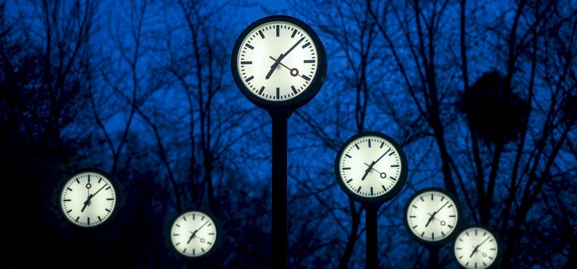 Vasárnap jön az óraátállítás - egy órával kevesebbet alszunk