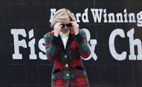 Kristen Stewart Diana hercegnőként posztolt fotót magáról