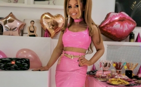 Tolvai Reni dögös Barbie babának öltözött a születésnapján - fotók