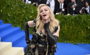 Madonna hatalmas melleket villantott 62 évesen – brutálszexi fotók