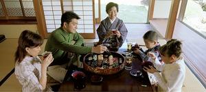 5 megdöbbentő dolog, amiért a japánok a földön ülve esznek