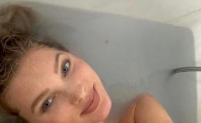 Szexi, szoptatós fotót posztolt magáról a Victoria Secret szupermodellje