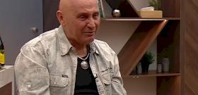 Pataky Attila zokogva mesélt a napról, mikor meghalt az Edda egykori gitárosa – videó