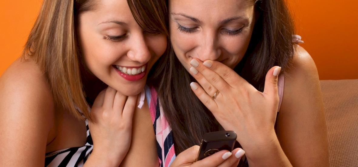 Kvíz: 10 rettenetes magyar SMS-rövidítés a pötyögés hőskorából! Kitalálod még, mit jelentenek? A negyedik le fog izzasztani