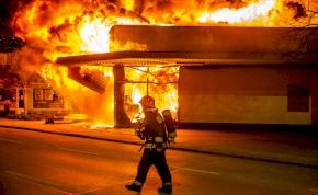 Exkluzív fotók: pár órára Szentendrére költözött a pokol - óriási lángokban állt egy Spar áruház
