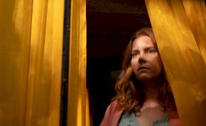 Nő az ablakban: Amy Adams egy brutális gyilkosság szemtanúja, vagy mégsem? – előzetes