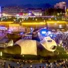 Szelfiző óriáspandaszobor miatt őrültek meg az emberek Szecsuanban