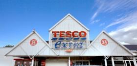 Fura titkokat árult el egy Tesco-s dolgozó, amelyek mindannyiunk vásárlását megkönnyíthetik