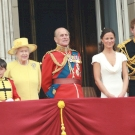 Harry herceg hazatért Angliába nagyapja temetésére, de vajon kibékülnek Vilmossal?