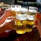 Brutális mennyiségű kalória van egy korsó sörben? Felér három tábla csokiéval?
