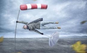 Esernyőre, széldzsekire és sugárhajtású siklórepülőre lesz szükség holnap – keddi időjárás