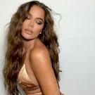 Khloé Kardashian ledobta a melltartóját, és ugrálva tolja az arcodba a melleit – válogatás